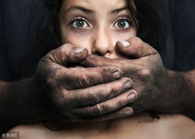 为什么女性面对性骚扰的不早点站出来?